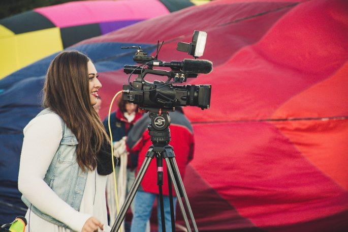 camera-girl-job-1426044
